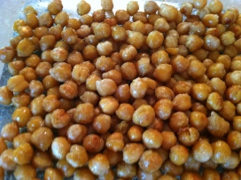roasted chickpeas - a quick and delicious snack!
